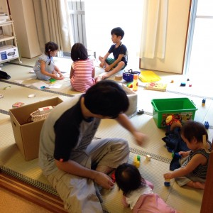 今日のこどもたち。 小学2年生、5歳、4歳、1歳、1歳、0歳でした。
